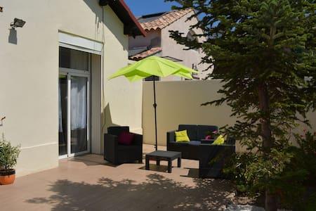 Maison et terrasse 200m plage Prado - Marselha - Casa