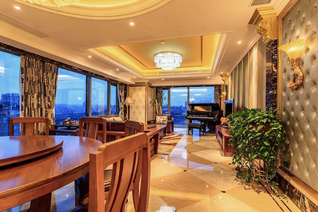 宽敞大气的客厅
