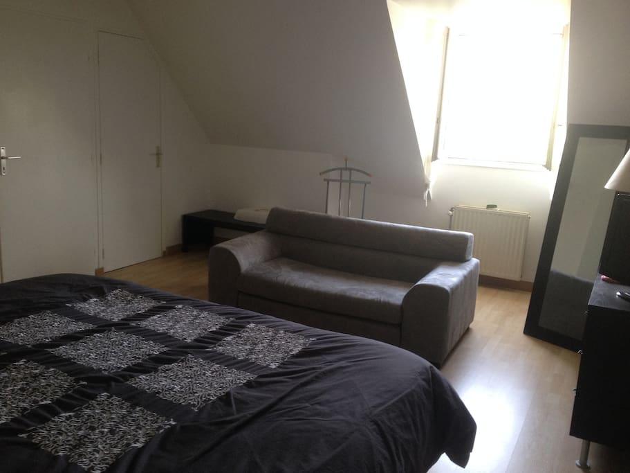 Chambre parentale, lit 200x200 + canapé lit