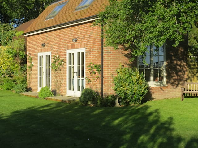 Garden Room - Alderbury - House