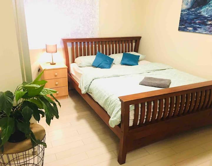 Lovely & convenient located room. Own bathroom