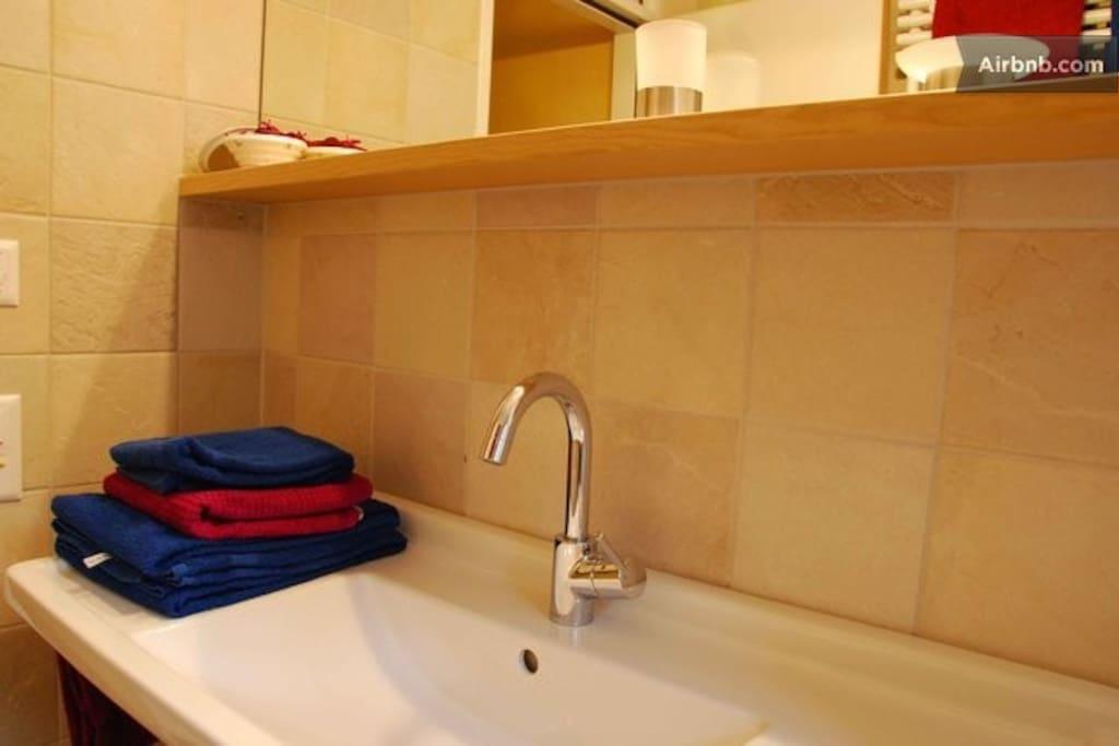 bathroom (towels provided)