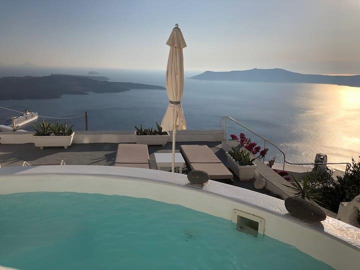 Top spot, view, terraces, jacuzzi, cave, sleeps 6