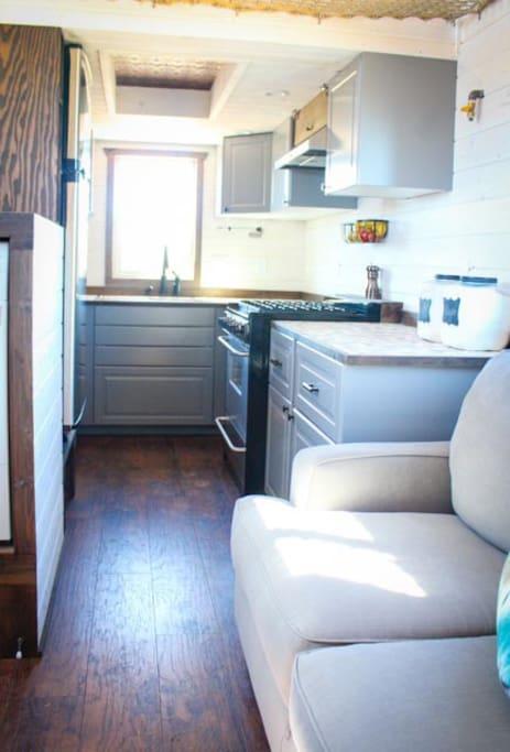 Full size kitchen!