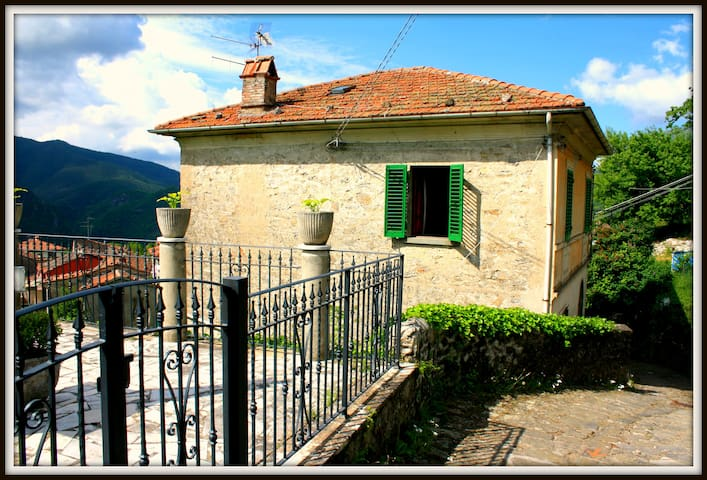 Villa with pool in the old town - Bagni di Lucca - Ev