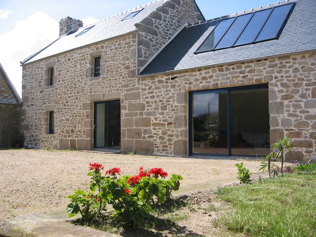 Longère Bretonne spacieuse, moderne - Plounéour-Trez - Dům
