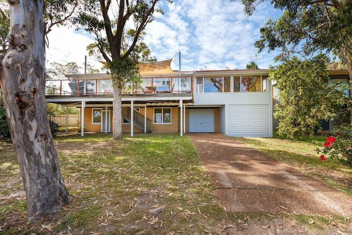 Pet Friendly 4 Bedroom Holiday Home - River Views