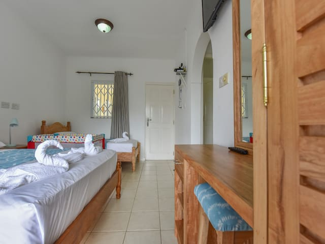 Ocean View Guest House- Self Catering Studio