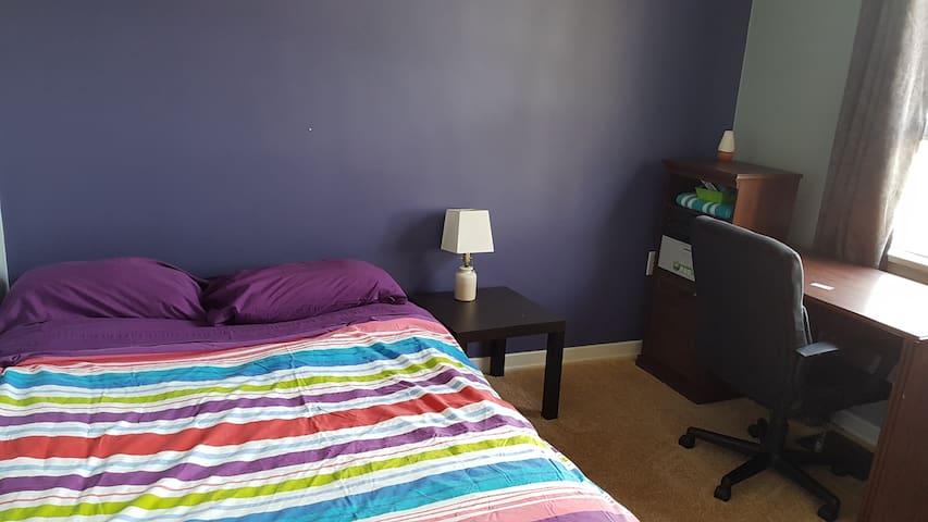 Private Room & Desk - Purple