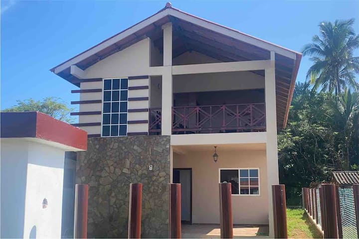 Vacation Home Rental - Casa de alquiler Dos pisos