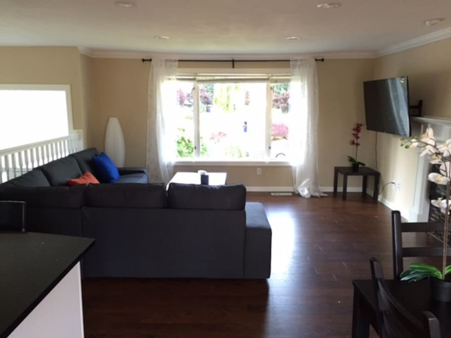 Fully remodeled living area with bright sunlight and brand new furnitures!