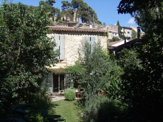 Une maison en Lubéron - Cucuron - Hus