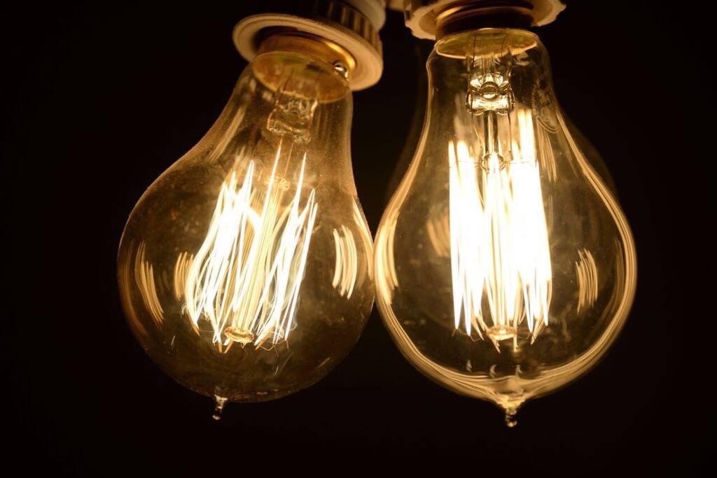 Lámparas modernas que brindan calidez y un toque de diseño
