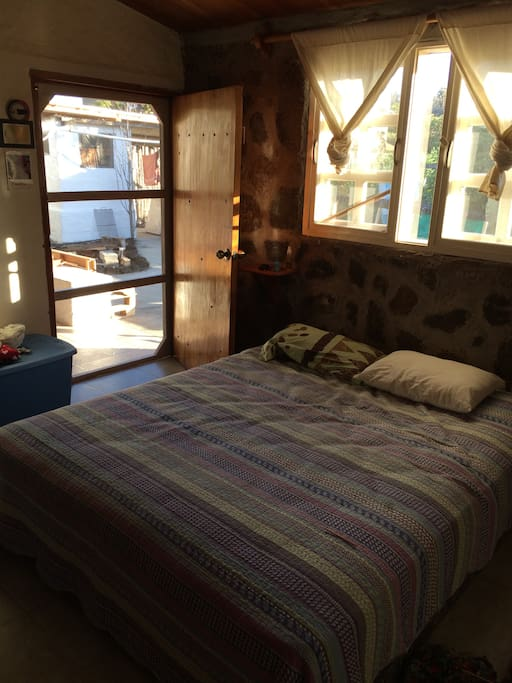 Confortable bedroom with king size bed, good air flow, two access doors and private bathroom.