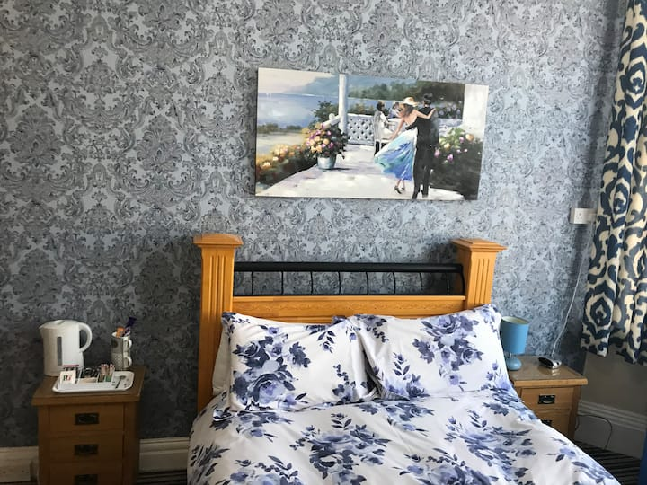 Superior Double Ensuite Room in Family-run Hotel
