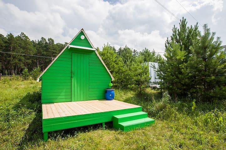 Бюджетные летние домики рядом с бором и озером