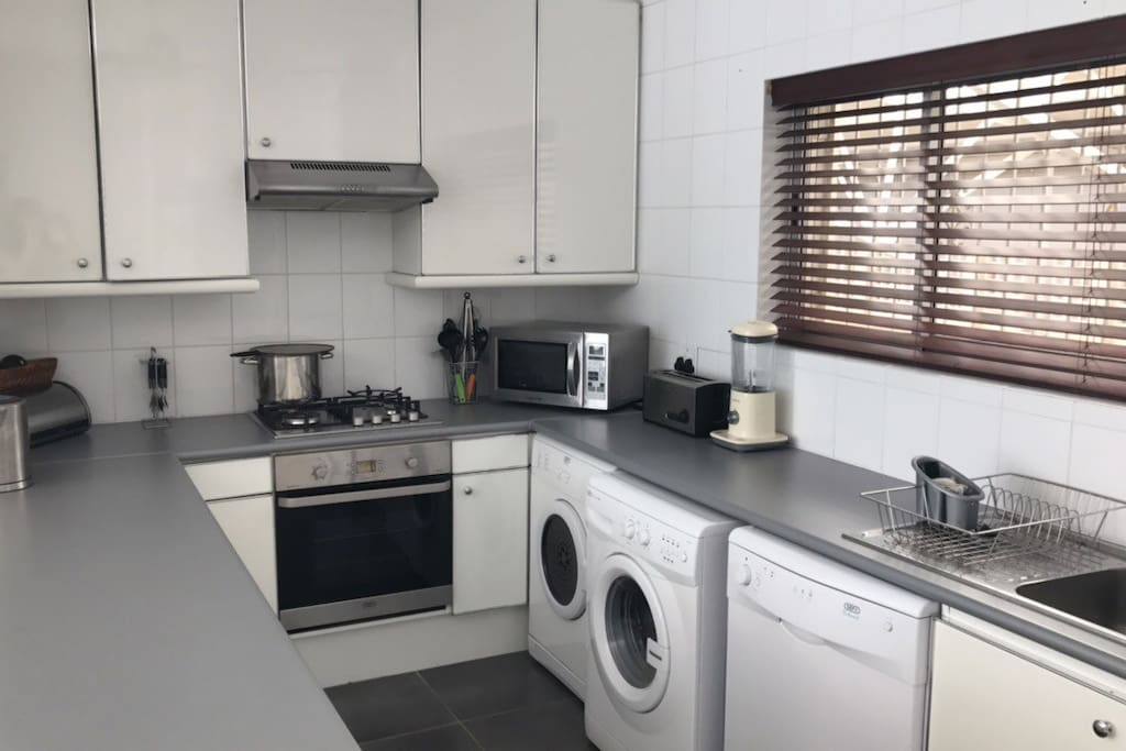 Kitchen with gas hob, washer, dryer and dishwasher