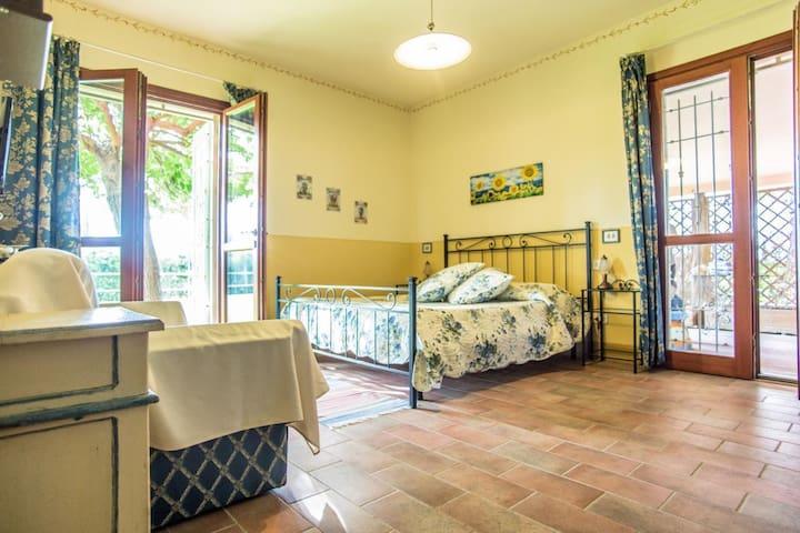 This prestigious apartment in villa with pool in Tuscany, near the sea