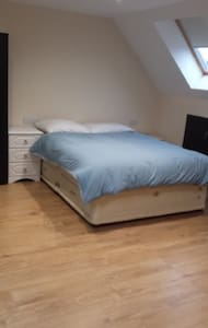 En-suite Loft Room with Free Wifi, TV and Sofa bed