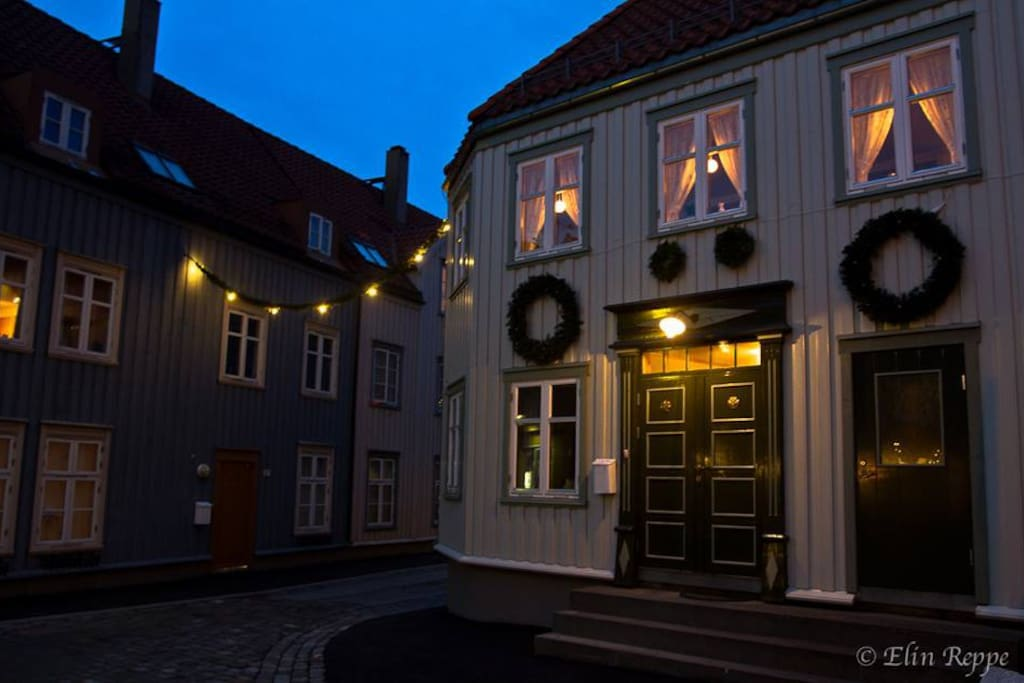 Bakklandet Christmas. Entrance to Nygata from west. The apartmen is 70 meters away.