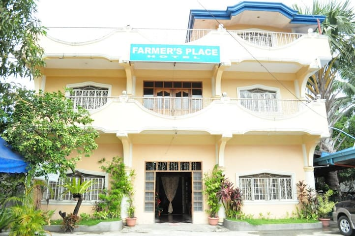 Farmer's Place Hotel and Restaurant