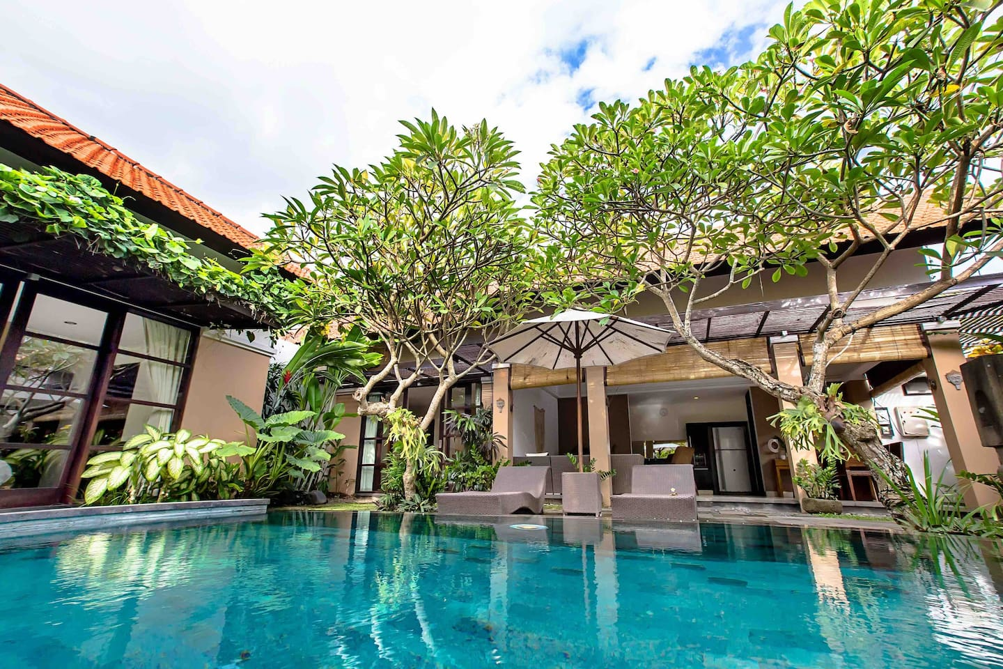 Welcome to Villa Topeng!