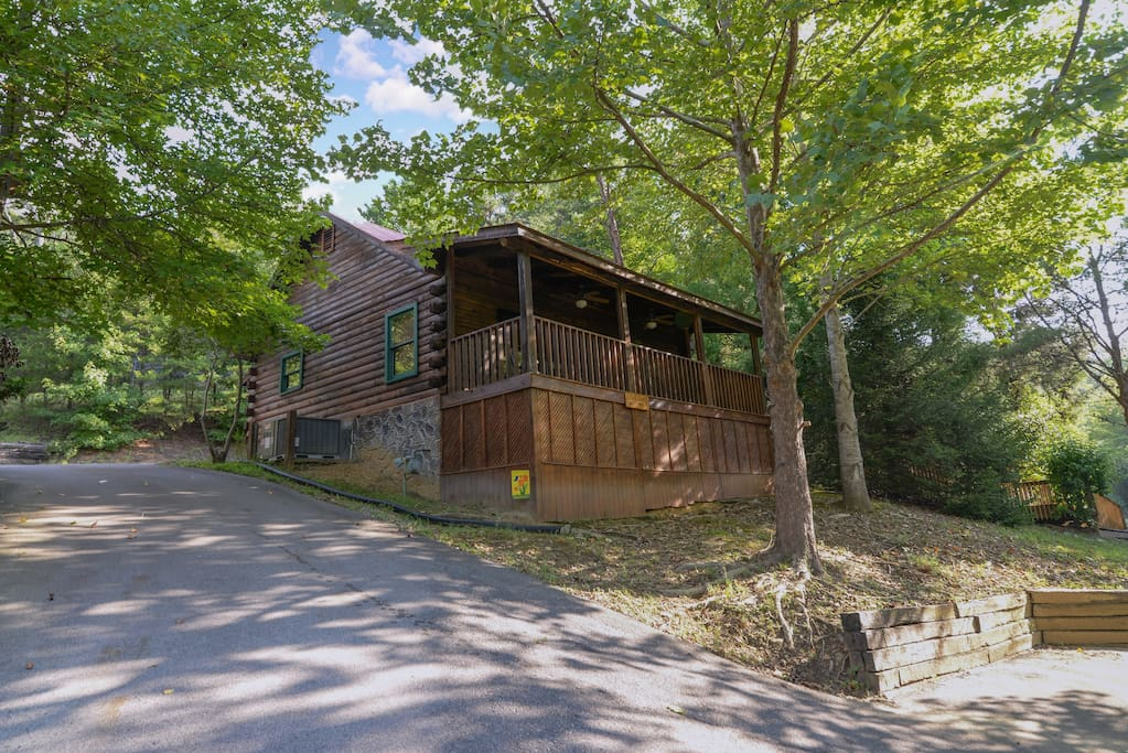Love shack cabins for rent in sevierville tennessee for The love shack cabin