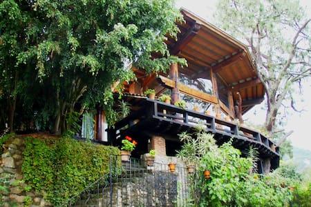 Amazing House with Lake Views - Valle de Bravo