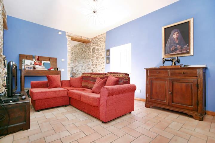 Casa in pietra in un antico borgo - Borgo A Mozzano - House