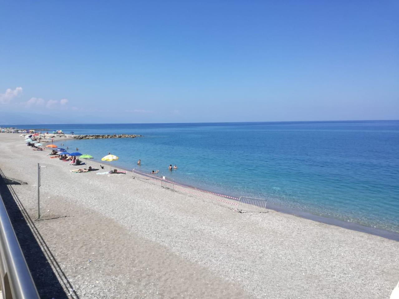 Spiaggia libera  in prossimità dell'appartamento