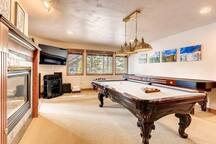 2 miles from Main St and gondola parking, VIP shuttle in winter, gas fire pit, VIEWS!!