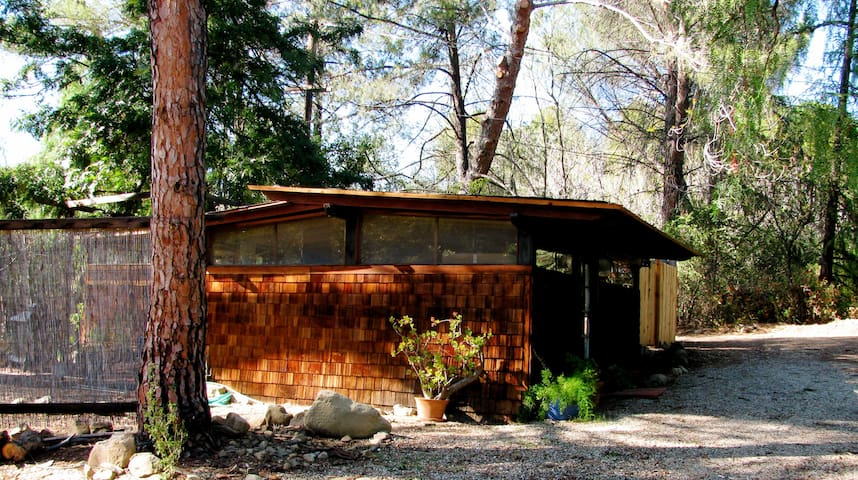 Elegant Wabi Sabi in East End - Ojai - Cabin