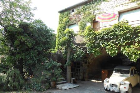 Charming flat in a quiet hamlet - Labeaume - Leilighet