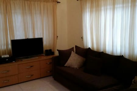Cosy 2 bedroom with a pool & tennis - Lagos