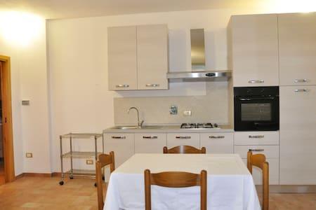 Adorabile appartamento indipendente - Rapolano Terme - บ้าน