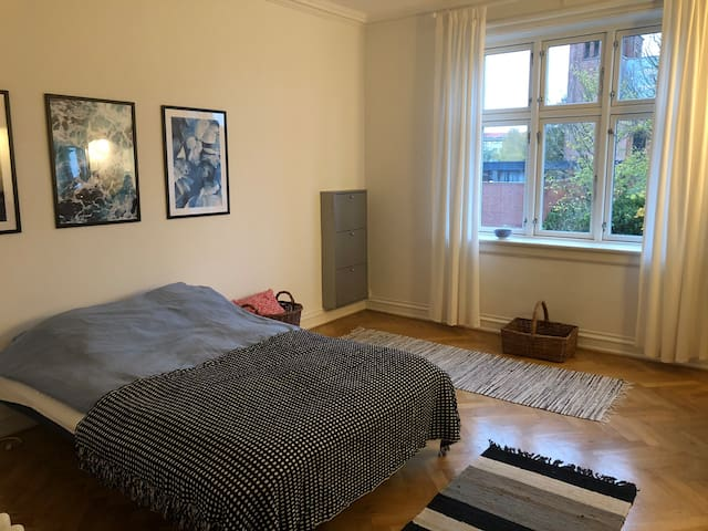 Nice apartment in a quiet area near train stations