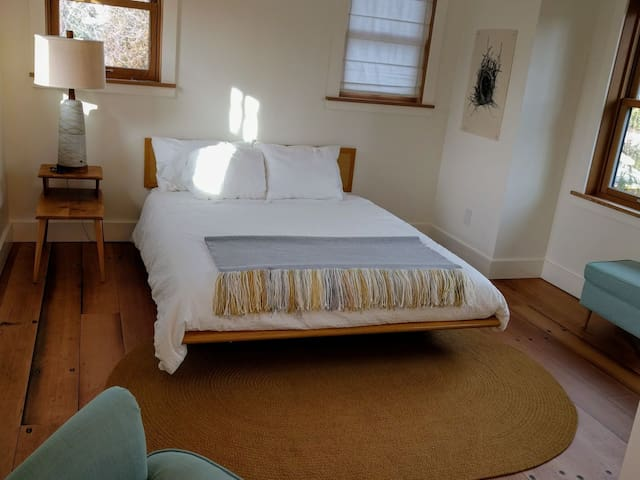 Queen bed with cozy percale bedding