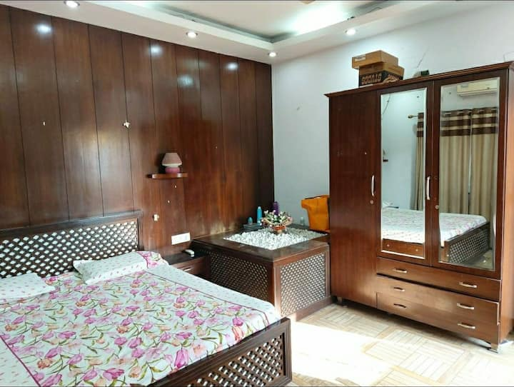 Spacious rooms near airport with terrace garden