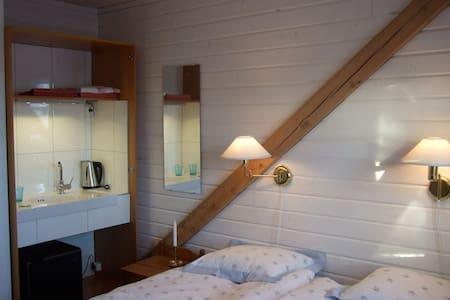 B&B-rum 3, Heleneborg, Tavelsjö - Umeå - ที่พักพร้อมอาหารเช้า
