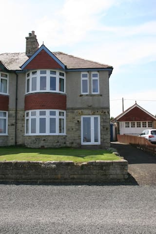 Three Bedroom House with Sea Views - Seahouses