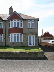 Three Bedroom House with Sea Views - Seahouses - Rumah