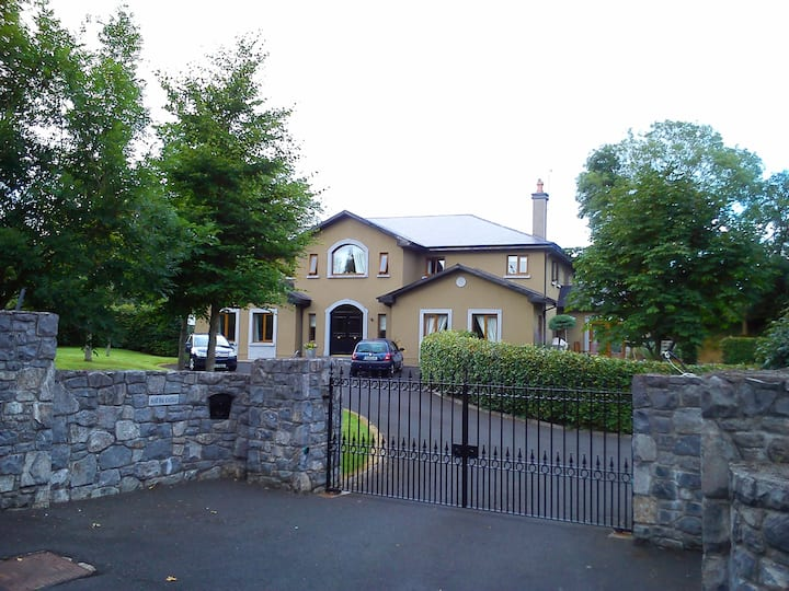 Room 3 Bunratty 5 min, Shannon airport 15 min
