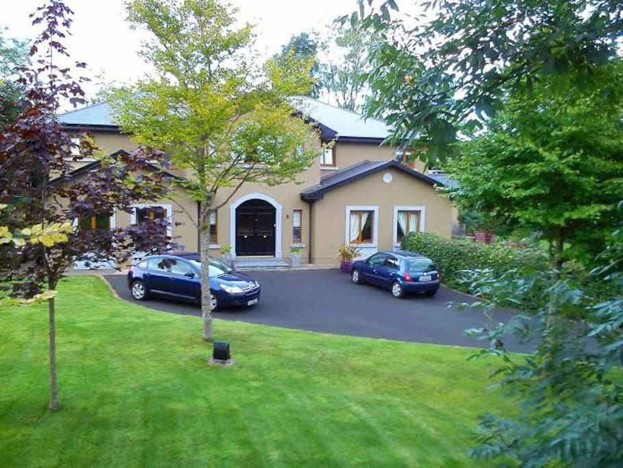 Private country setting 15 minutes from Shannon airport.