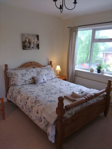 Excellently located 2 BR for NEC, Warwick - Balsall Common - Дом