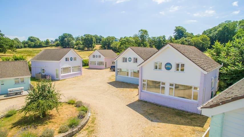 Seaview Holidays - Premier 4-Bedroom Cottage