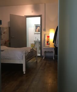 Large room in Hackney Loft with private bathroom - Londres