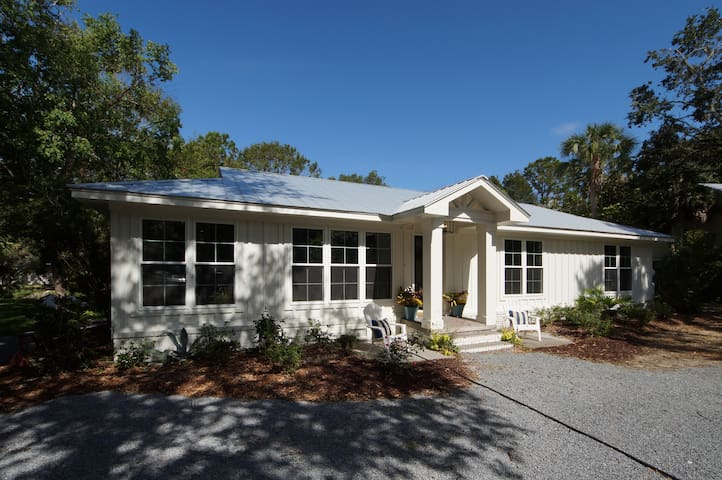 Charming Charleston Coastal Cottage