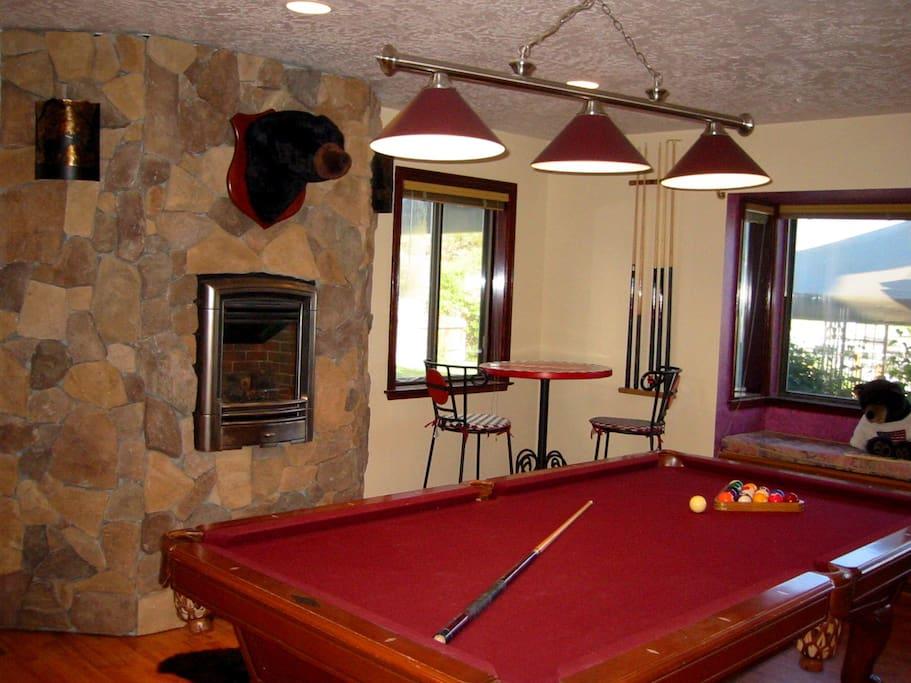 Game Room - Pool Table - Ping Pong - Air Hockey