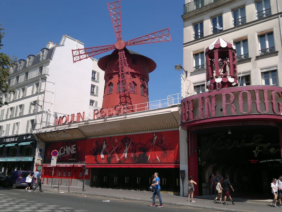 THE FAMOUS MOULIN ROUGE 5MN WALK