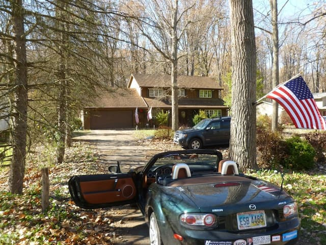 "Scenic, backing on ""Emerald Necklace"" parkland. - Strongsville - House"